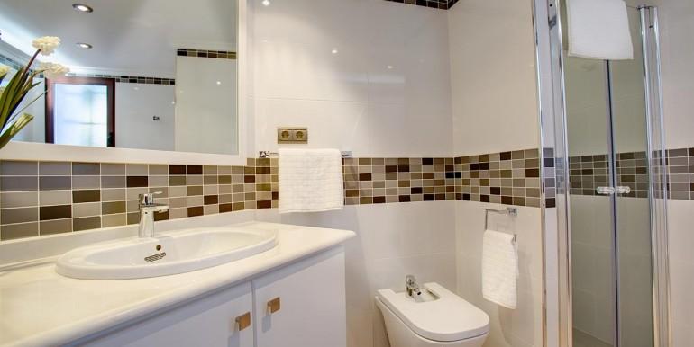 Fully refurbished 4 bedroom villa in La Manga Club Spain bath 2