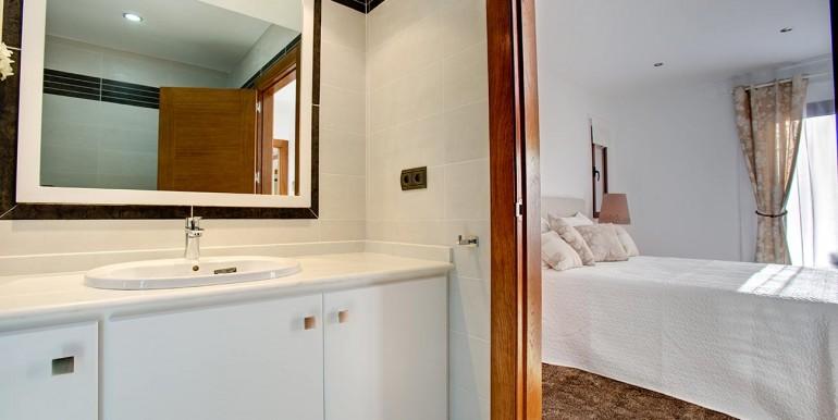 Fully refurbished 4 bedroom villa in La Manga Club Spain bath 3