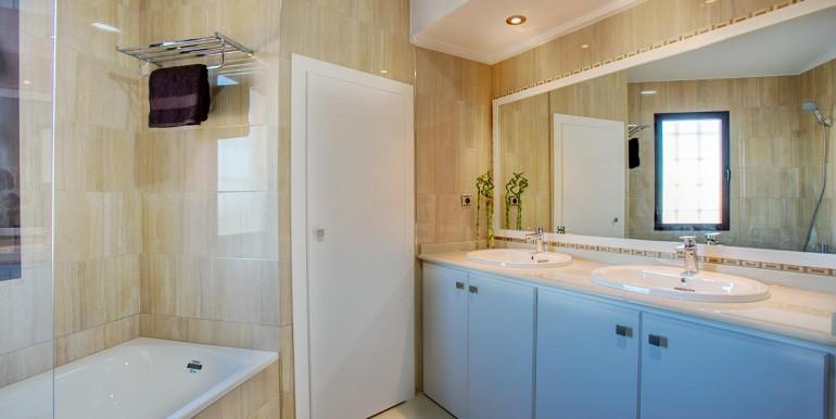 bath 3 in Fully refurbished 4 bedroom villa in La Manga Club Spain