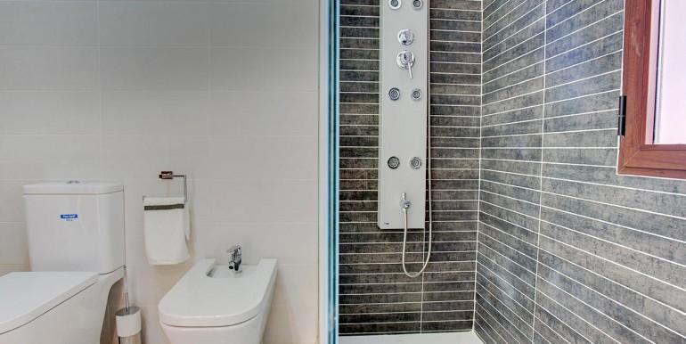 Fully refurbished 4 bedroom villa in La Manga Club Spain - second bathroom