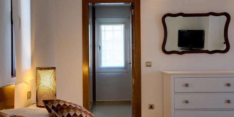 Fully refurbished 4 bedroom villa in Spain golf Resort (20)