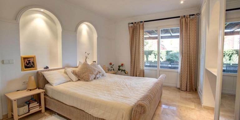5 bedroom private villa (10)